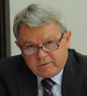 Čí zájmy hájí v českém vodárenství Ing. František Barák? Fr. koncernů Veolia či Suez?