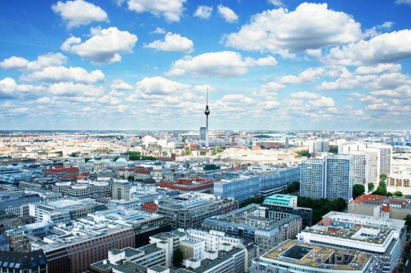 Berlín: Voda se vrátila do rukou města, Francouzi museli odejít