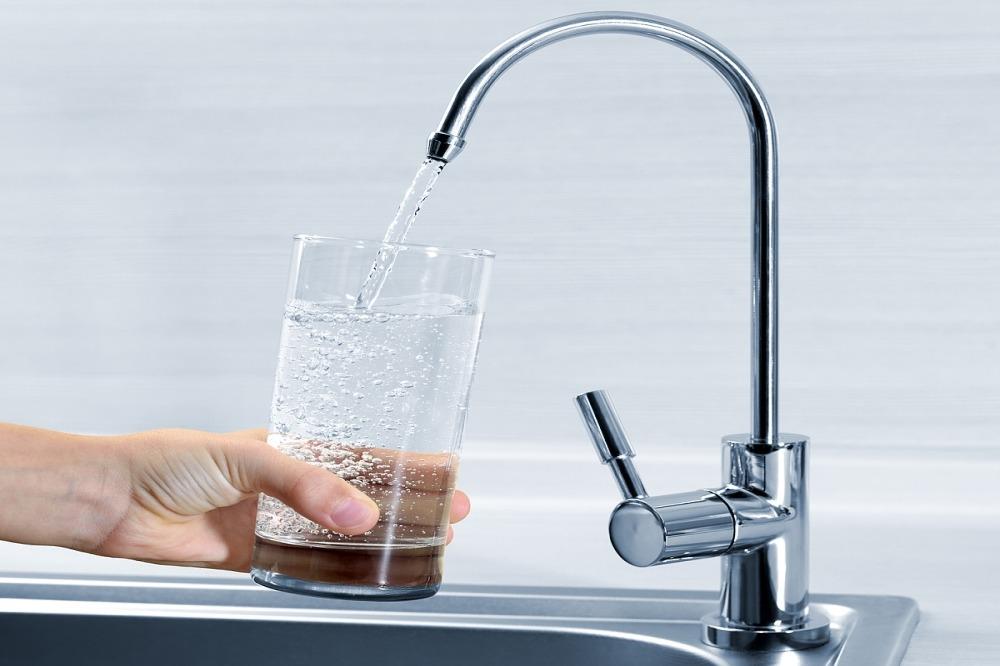 Stát mění pravidla pro určování cen vody, koncerny se bojí o své zisky