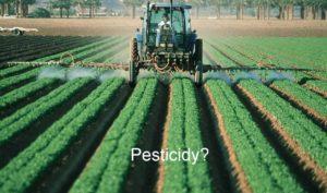 farmer-pesticidy