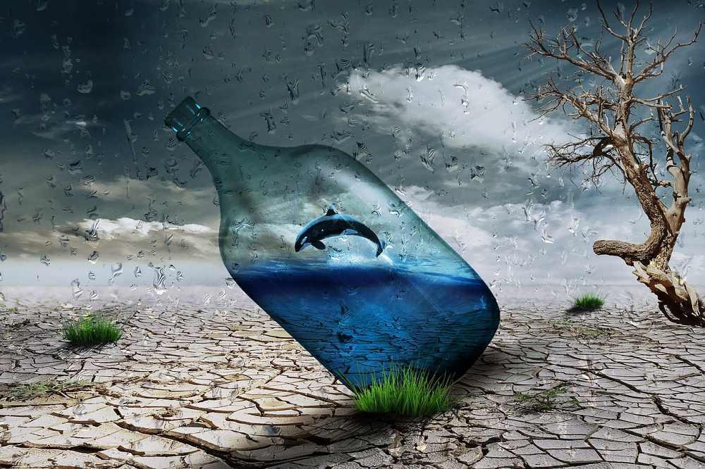 Vodní krize, obyvatelé stojí fronty na příděly vody